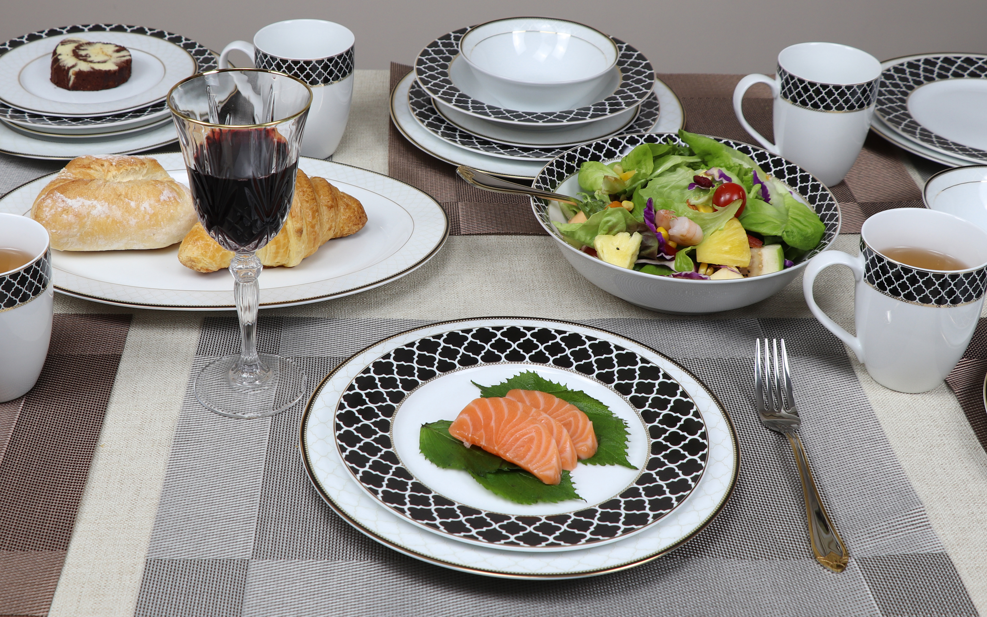 50 Piece Dinnerware